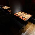 4名様テーブル席。パーテーションでお席のアレンジ自由自在