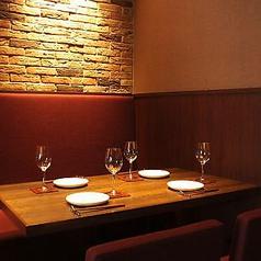テーブル席はカジュアルにご利用ください。デート、女子会などプライベートなシーンにも最適です!