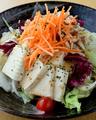 料理メニュー写真蒸し鶏と豆腐のサラダバンバンジー