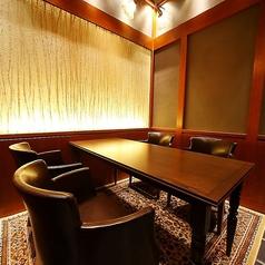 【緑風(りょくふう)】2名様~4名様までご利用頂ける、上下が完全に仕切られたテーブル式完全個室。デート・お食事会・接待など様々なシーンでのご利用に最適です。事前の内覧もお気軽にお申し付けください。