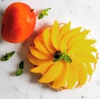 旬のフルーツを使用したフルーツピッツァ