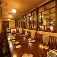 他のエリアよりも一段高くなったテーブル席は、14~18名様まで半個室としてご利用いただけます。歓送迎会、打ち上げ、親睦会、交流会、同窓会、会社宴会など様々なシーンにおすすめです。