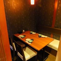 少人数でもOKのテーブル席は仕切りを外して大人数の宴会も可能です。