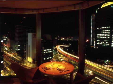 『赤坂エクセルホテル東急』最上階のフロアに構えるスーパーダイニング。
