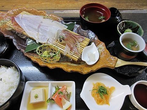「須佐男命イカ」の活イカ姿造りを食べられます 全席個室