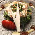 料理メニュー写真トロサーモンとアボカドの炙り焼風タタキ わさびソース