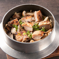 料理メニュー写真鶏とキノコの炊き込みご飯