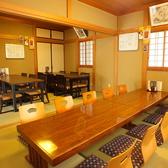 テーブル6席×2卓、お座敷10席。用途に合わせて使い分けられます。
