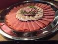こちらのお料理は立食パーティーの一例です。金額は飲み放題付き5000円(税別)の内容です。パーティー・宴会・結婚式二次会など、各種ご宴会承っております!お気軽にご相談下さいませ♪