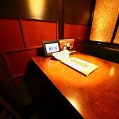 こちらは半個室タイプのテーブル席です。会社のご同僚との飲み会やご友人同士のちょっとした宴会にぴったりのお席です。半個室のお席で隣の席との距離も確保しておりますのでフランクに盛り上がれること間違いなしです♪お得な飲み放題付きコースや食べ放題付きコースも合わせてご利用ください!