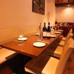 テーブルの移動で、8名様でもゆったりご利用いただけます。お食事会、ワイン会やご宴会など、多様にご利用くださいませ◇