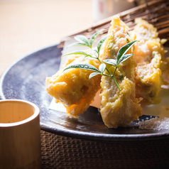 料理メニュー写真海老とクリームチーズの湯葉巻き揚げ