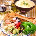 料理メニュー写真厳選5種チーズ(モッツァレラ、パルミジャーノ、ゴーダ、グリエール、チェダー)の『チーズフォンデュ』