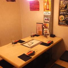 【1階】4名でご利用可能な掘りごたつ席になります。【京都市役所/烏丸御池/河原町/三条/焼肉/肉/ホルモン/もつ鍋/鍋/デート/記念日/おしゃれ/宴会/飲み放題】