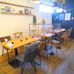 シーンを選ばず気軽に使えるテーブル席は、繋げての利用も可能です!