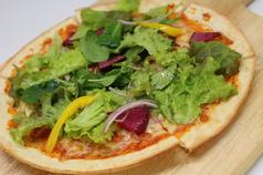 お野菜たっぷりベジタブルピザ