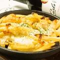 料理メニュー写真明太マヨとチーズがけポテトフライオーブン焼き
