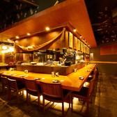 \カップル・おひとり様/カウンター席ご用意しております。料理ができていくのを見ながらお料理、お酒をお楽しみいただけます♪焼き鳥、餃子、九州の地酒が恋しくなった際はぜひお立ち寄りください!※テーブル席もあります、ご相談下さい。いつもとは違う雰囲気でのお食事とお酒をご堪能下さい♪逸品料理を豊富にご用意◎