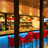 お仕事帰りにもふらっと寄れる、オシャレなカウンター席も人気☆同僚と、カップルで、美味しい食事に会話もハズみます・・・♪