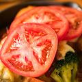 料理メニュー写真完熟トマト&アボカドクリーム×クリームソース