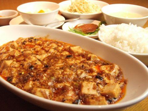 「中華の鉄人」陳建一の弟弟子・佐久本料理長プロデュースの本格中華麺が楽しめる♪