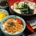料理メニュー写真そぼろ丼&きしめん(温・冷)