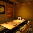4~6名向けテーブル席。暖簾で仕切られた半個室空間