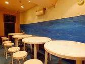 4名掛けのテーブルが2つ有る半個室のお席です。