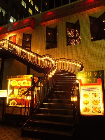 山下公園の近くにあるカフェレストランです★イチョウ並木が並ぶ中、近くには横浜港♪