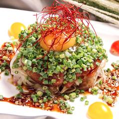 料理メニュー写真ALL¥500均一★漬けまぐろのユッケ海峡風
