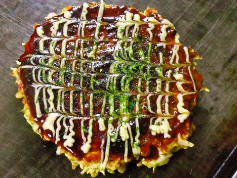 全国の味を食べ比べ完成した、素材にとことんこだわるお好み焼と鉄板焼が自慢のお店。