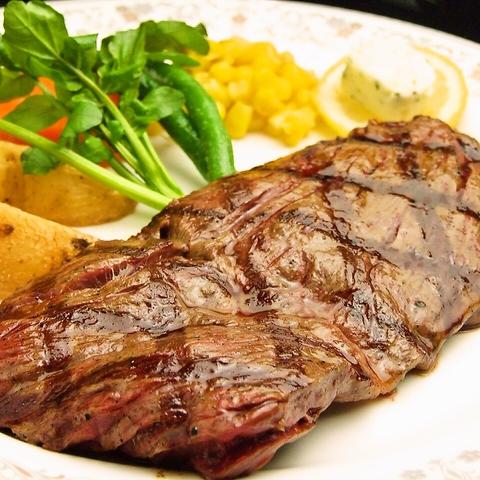 こちらが、30年間愛されてきたステーキ。今も変わらぬ味に昔からのファンも多い。
