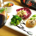 料理メニュー写真五種の前菜プレート