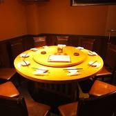 8人から利用できる個室です。もう一つの部屋と合わせることも可能で、大型宴会、歓送迎会にピッタリのお席となっています。30名ほどの宴会でもゆったり利用できます。