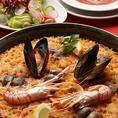 『魚介のパエリア』は一番人気!米の一粒一粒まで地中海の味が染みこんでいます。名古屋駅周辺の夜景をお楽しみいただきながら、絶品スペイン料理をご堪能下さい。BARdeESPANA Muy 名古屋ミッドランドスクエア店【名古屋/スペイン/バル/個室/貸切/記念日/誕生日/女子会/夜景/パーティー/飲み放題/合コン/デート】