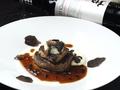 料理メニュー写真牛フィレ肉とフォアグラと黒トリュフのロッシーニ風