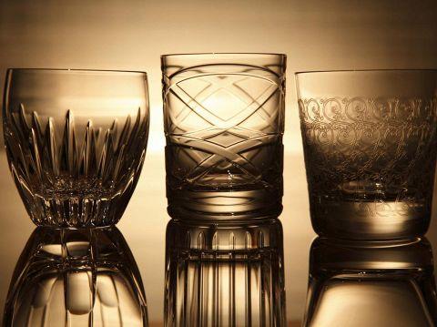 バカラのグラスを豊富に使用しています。シガーに合う洋酒も豊富に揃えています。