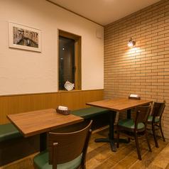 広めにレイアウトされたテーブル席でごゆっくりとお食事をお楽しみいただけます。人数に合わせてお席をご用意いたします。