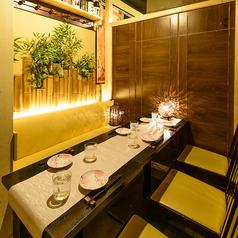 日本らしさを象徴する木造の個室席♪プライベートなお時間を大切に、ゆったりとご利用頂ける個室空間を各種ご用意しております。2名様~ご利用可能な和モダンのオシャレなお部屋です★