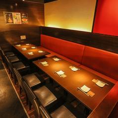 小宴会や 交流会などに! お客様数に合わせて 自由にお席の組み換えが可能です