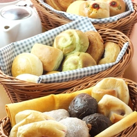 『大満足♪』30種の焼き立てパン食べ放題!