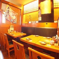 4名様用テーブルは、つなげることで8名様までOK!人数に合わせてお席をご用意いたします。