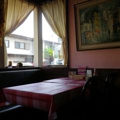 テーブルのお席です。デートやママ会など、いろいろなシーンでご利用いただけます♪