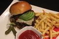料理メニュー写真アボカド&チーズ ハンバーガー