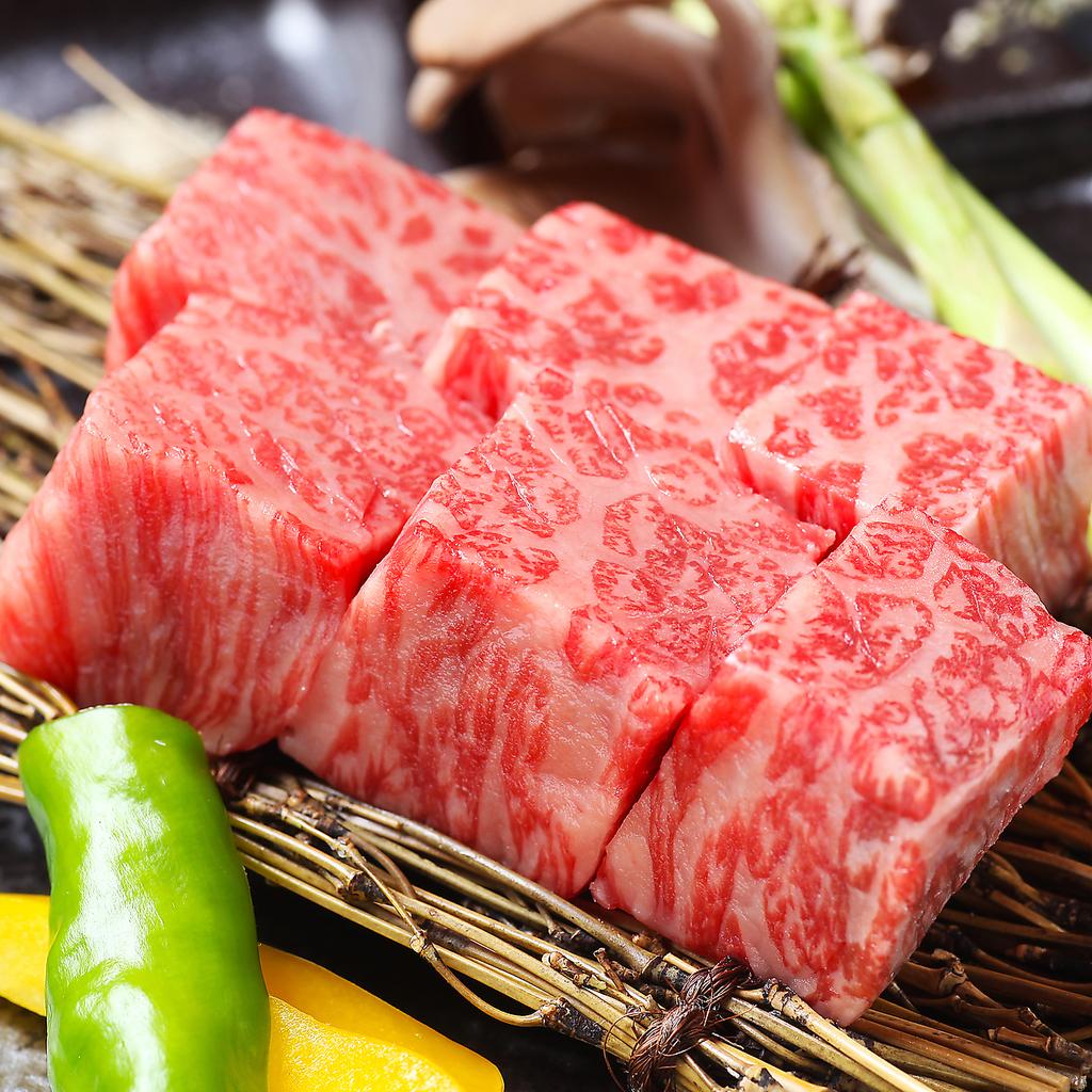 極上な賽の焼肉をリーズナブルに楽しめる【賽 焼肉コース】は全7品120分飲み放題付き3500円