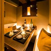 【2~6名様向け テーブル個室】落ち着いた空間でゆったりと寛げる個室席です。デートや合コン、接待にもオススメ。ご宴会や飲み会・接待に最適な飲み放題付コース2980円(税抜)~ご用意致しております。