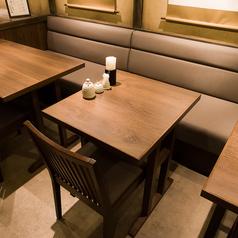 【2名様】広々としたお席でお食事をお愉しみいただけます。