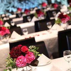 レイアウト自由な店内140名様までのパーティー、立食200名様までのパーティーも承っております。