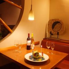 2名~6名様のテーブル席。誕生日や記念日、各種お祝い事の際のご利用に最適です。