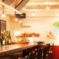 【カウンター席】デートに人気!お隣に座ってお喋りを楽しんで♪お料理とお酒の種類はご安心を!